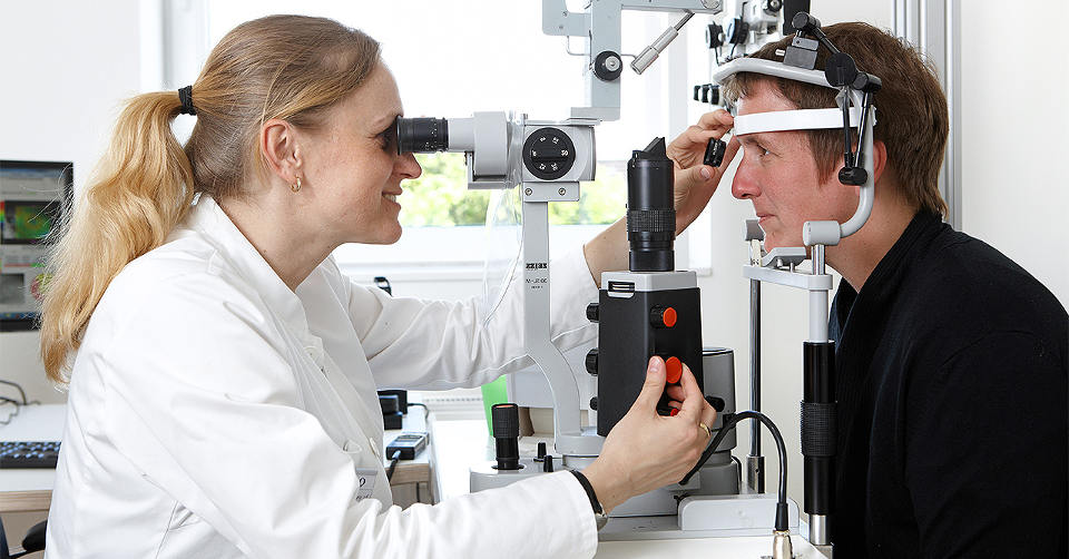 Treatment of keratoconus - therapeutic methods